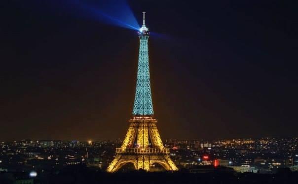 LIKE: У соцмережах масово поширюють фейкове фото жовто-синьої Ейфелевої вежі